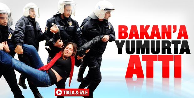 Ertuğrul Günay'a Bursa'da yumurtalı protesto