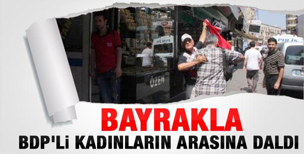 Mersin'deki BDP eylemine Türk bayraklı tepki