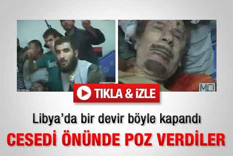 Kaddafi'nin cesedi önünde poz verdiler - İzle
