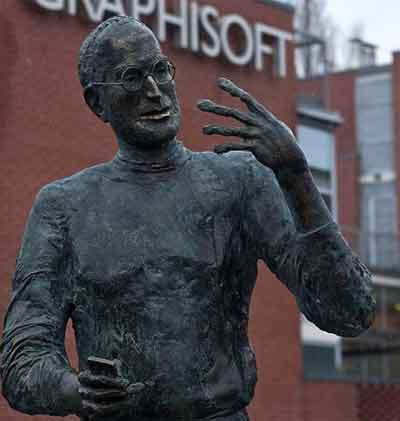 Steve Jobs'un heykeli dikildi