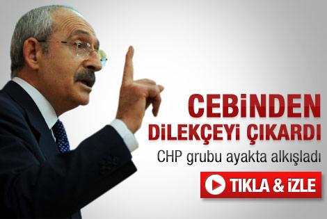 Kemal Kılıçdaroğlu cebinden dilekçeyi çıkardı