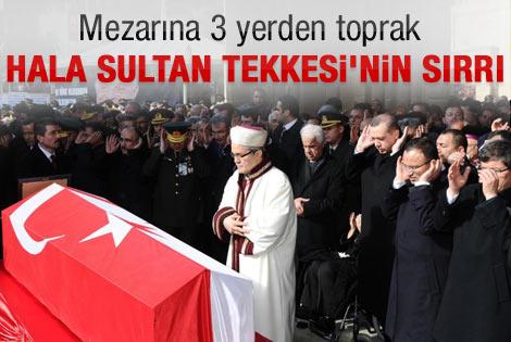 Denktaş'ın mezarına 3 yerden toprak getirildi