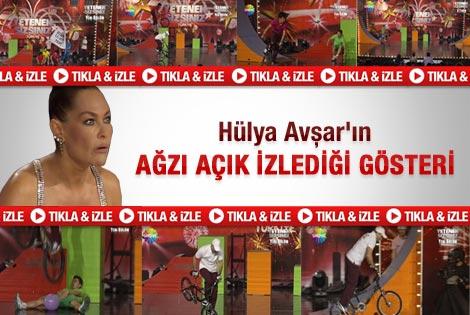 Hülya Avşar'ın ağzı açık izlediği gösteri - Video