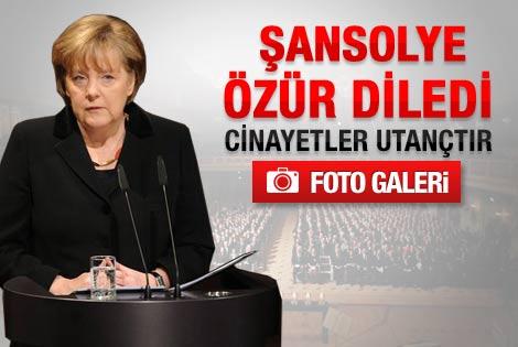 Merkel Türk'lerden özür diledi