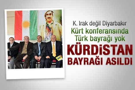 Barzani Diyarbakır'a bayrak çekti