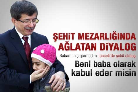 Şehit kızı Gülnisa Davutoğlu'nu duygulandırdı