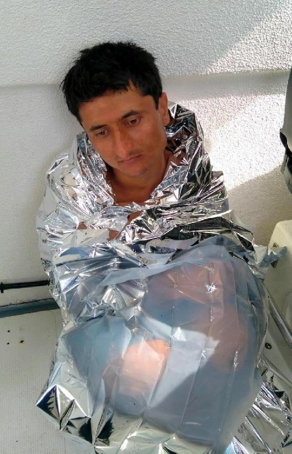 Yunanistan'a yüzen Pakistanlıyı tekne kaptanı kurtardı
