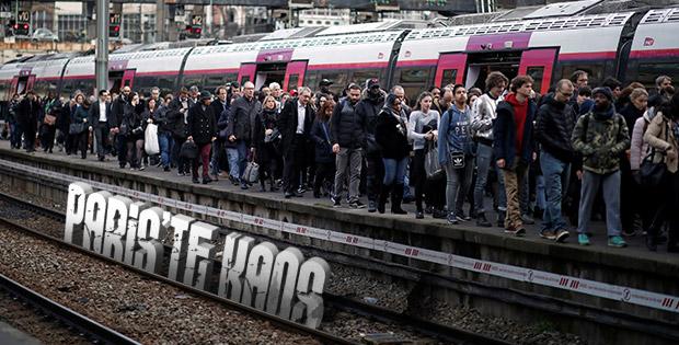 Fransa'da demir yolu grevi başladı