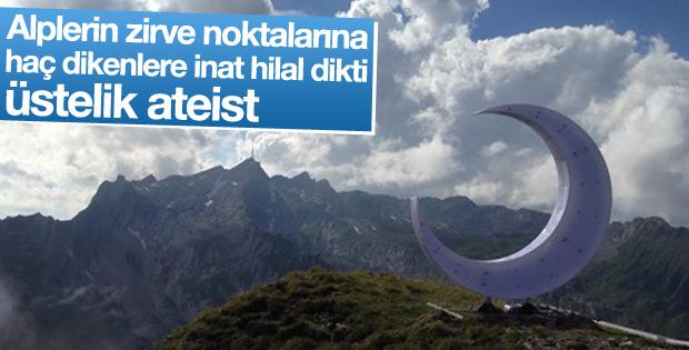 Ateist sanatçı Alplerin zirvesine hilal yerleştirdi
