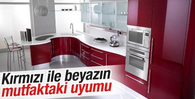 Kırmızı ile beyazın mutfaktaki uyumu