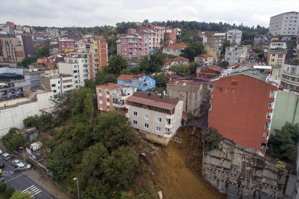 Çöken binanın yanındaki binalarda da çatlaklar oluştu