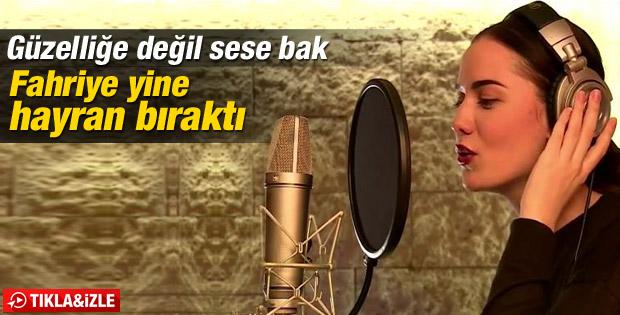 Fahriye Evcen stüdyoya girdi şarkı söyledi İZLE