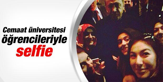 Fatih Üniversitesi öğrencileri Başbakan'la selfie çekindi