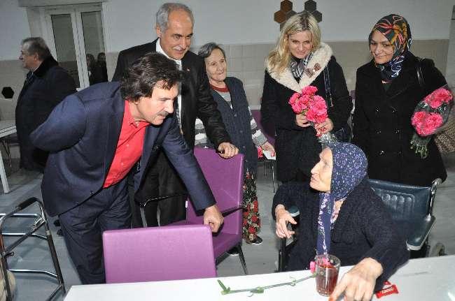 Ak Partili Başeğmez Darülaceze'yi ziyaret etti