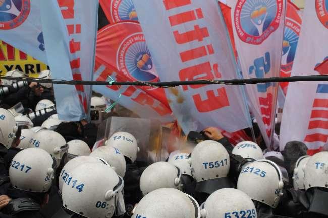 Ankara'da eylemcilere polis müdahalesi