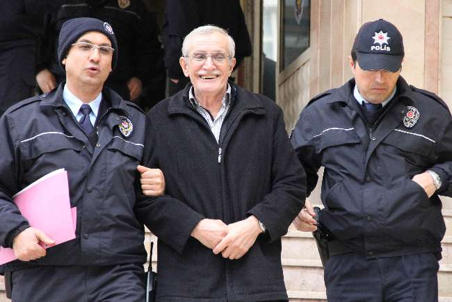 Samsun'da tutuklanan şahıs cezaevine gülerek gitti