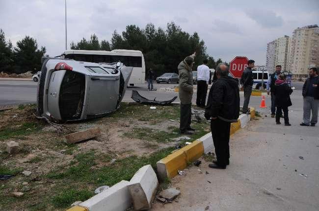 Antalya'da okula giden öğretmen trafik kazası sonucu öldü