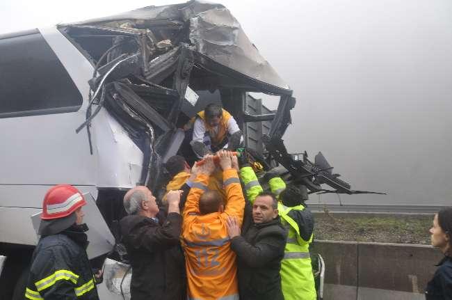 Bolu'da sis zincirleme kazaya neden oldu