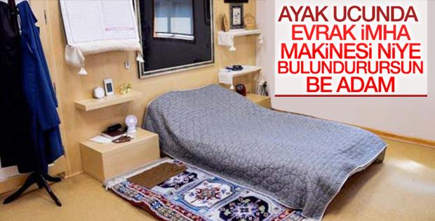 Gülen'in odasındaki kağıt imha makinesi