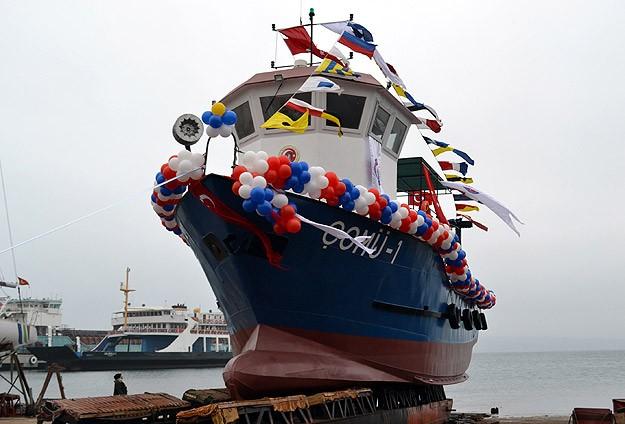 Bilim gemisi Çanakkale'de denize indirildi