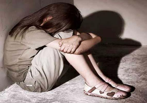 14 yaşındaki kızla ilişkiye giren 9 kişi tutuklandı