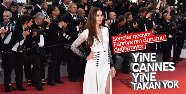 Cannes'a katılan Fahriye Evcen'i kameralar yine görmedi