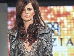 Fashion Week'te Tuğçe Kazaz'ın dekolte krizi