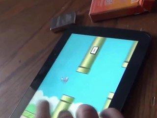 Flappy Bird oyununda çıldıran amca - Video