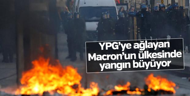 Fransa'da hükümet karşıtı gösteriler yayılıyor