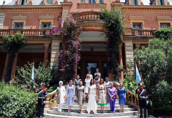Emine Erdoğan G-20 zirvesinde first lady'ler ile buluştu