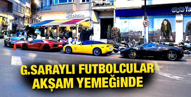 Galatasaraylı futbolcular akşam yemeğinde