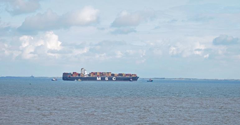Dev konteyner gemisi Çanakkale Boğazı'nı kapattı