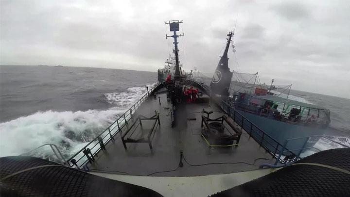 İki geminin çarpışma anı kameralara yansıdı