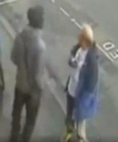 İngiltere'de ırkçı bir adam tek yumrukla öldürüldü İZLE