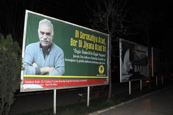 Diyarbakır'da bilboardlara Öcalan afişleri asıldı