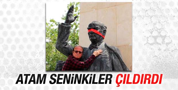 Atatürk heykelinin gözünü bağladı