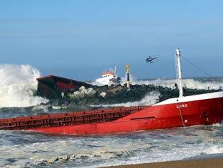 Gübre taşıyan gemi böyle ikiye bölündü