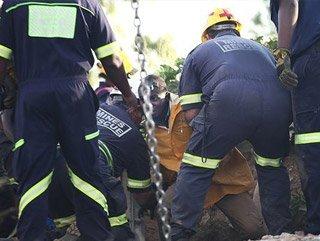 Güney Afrika'da 200 madenci göçük altında