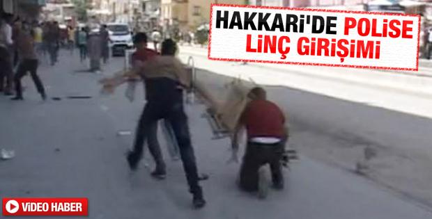 Hakkari'de polise kasayla saldırdılar