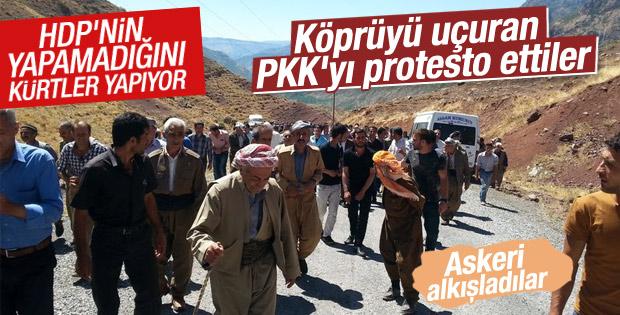 Hakkarililer PKK'nın köprü bombalamasını protesto etti