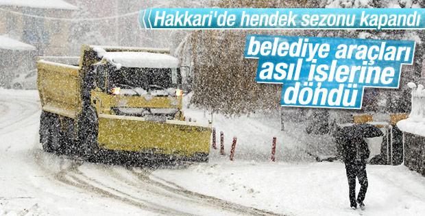 Hakkari'de mevsimin ilk karı yağdı