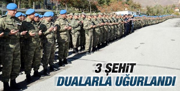 Hakkari'de şehit olan askerler için tören