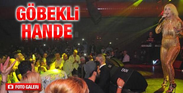 Hande Yener'in ilginç kıyafeti İZLE