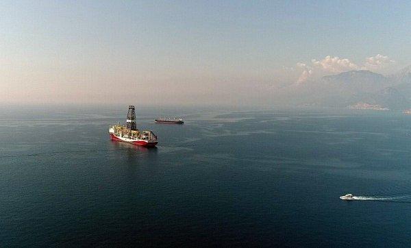 Fatih gemisi Antalya'ya demir attı