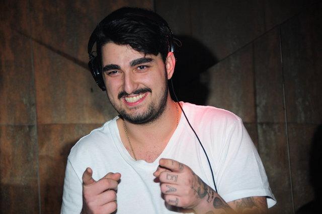 İdo yeni kaşlarıyla DJ setinde çoşturdu