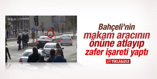 Tunceli'de Bahçeli'ye zafer işareti