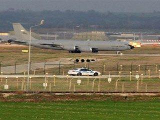 İngiliz askeri uçağı İncirlik Üssü'ne acil iniş yaptı