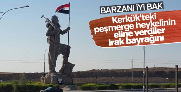 Kerkük'te peşmerge heykeli Irak bayrağı taşıyor