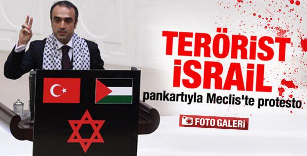 Genel Kurul kürsüsüne terörist İsrail afişi asıldı İZLE