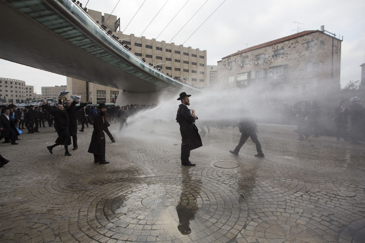 İsrail'de Ortodoks Yahudiler hükumeti protesto etti - izle